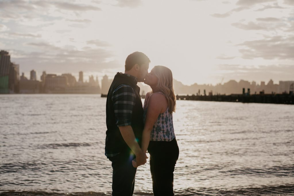 engagement-photos-on-hoboken-waterfront