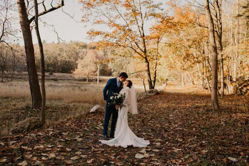 Fall wedding photos outside in Tuxedo Park New York