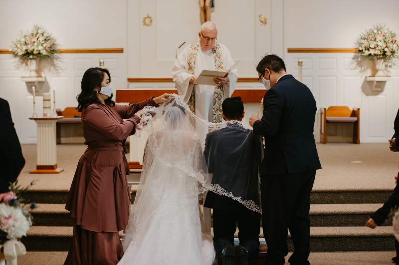 Filipino Catholic Wedding Ceremony in New Jersey with the veil and cord tradition ceremony