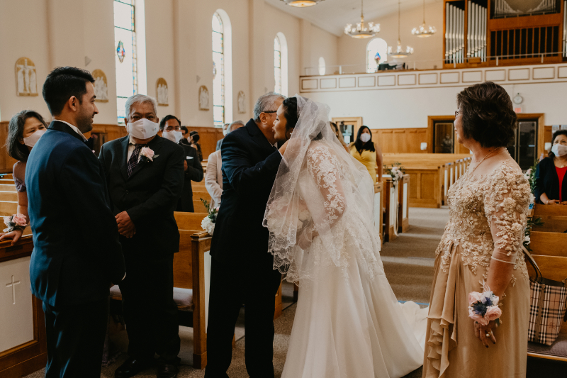Dad hands off bride to groom in New Jersey wedding