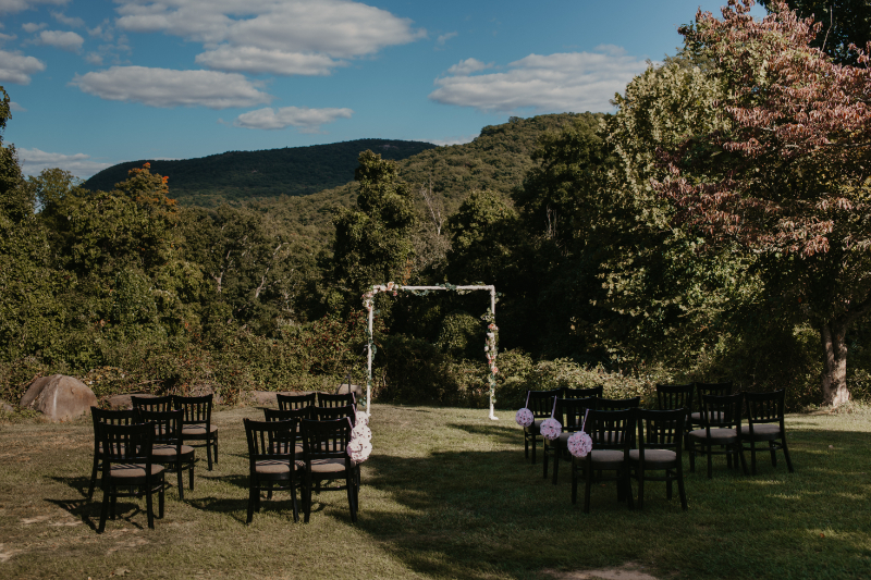 Outdoor wedding ceremony at Storm Tavern King