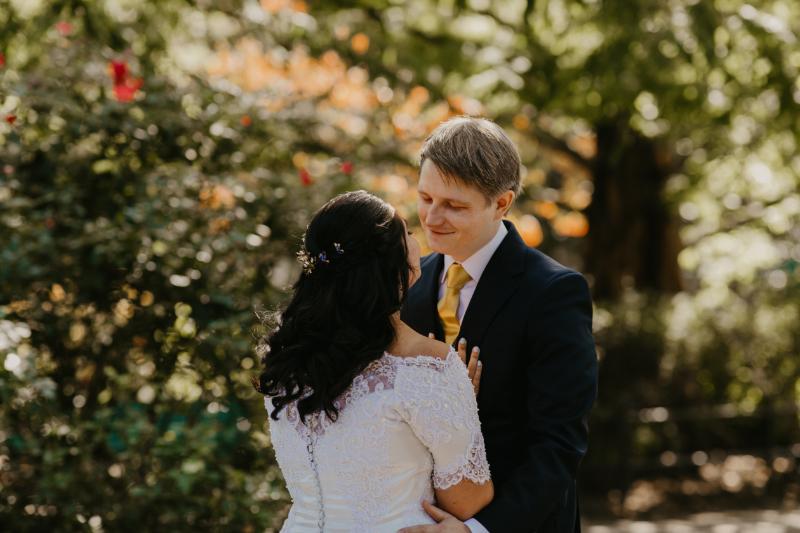 first look wedding photos at jersey city outdoor park