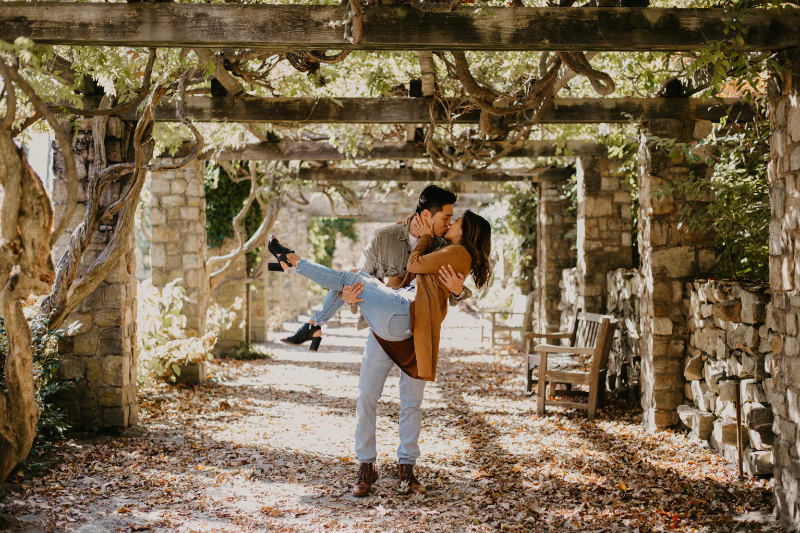 casual outfit ideas for outdoor engagement photos in new jersey