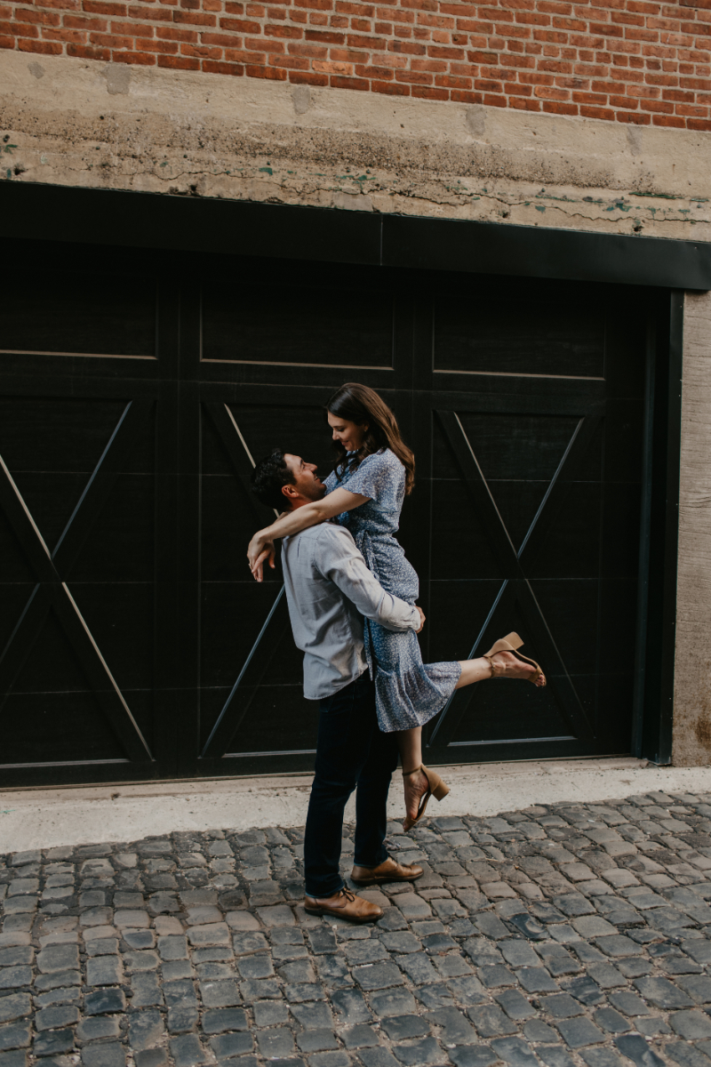 pose ideas for engagement photos