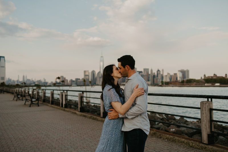Stunning waterfront engagement photos in new Jersey