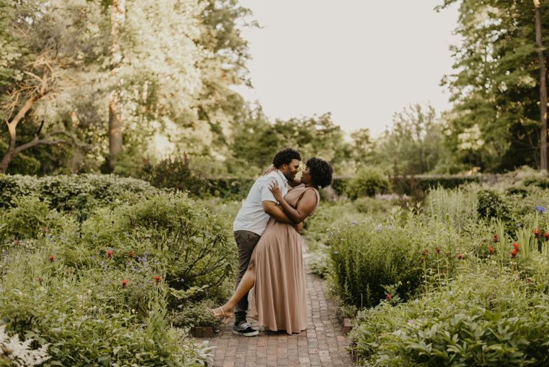 Colorful and Vibrant Cross Estate Gardens Engagement Photos.