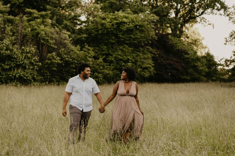 Engagement photos of a Cute Couple Holding hands in Cross Estate Gardens.